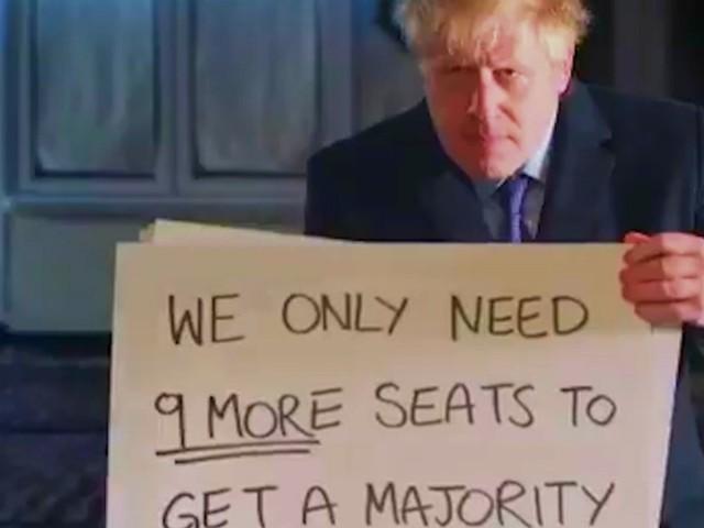 Brexit, Johnson va a caccia di voti con la parodia di Love Actually. E Hugh Grant gli risponde