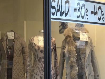 Saldi al via: a Mantova 141 euro di media per abbigliamento, calzature e accessori