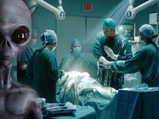 TOP SECRET, un medico chirurgo dichiara di aver realizzato più di 3.000 Autopsie sugli Extraterrestri