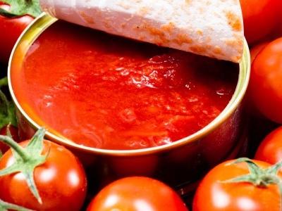 Caporalato e pomodori: un aumento di soli 5 centesimi a scatoletta potrebbe fare la differenza