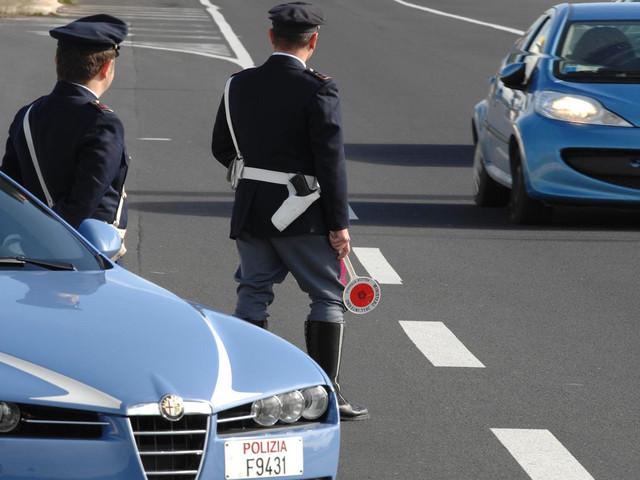 Auto in fuga nel Varesotto: il conducente era ubriaco e senza patente