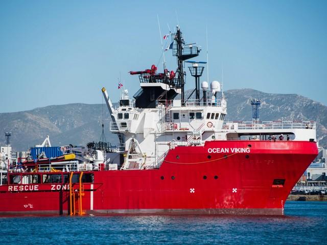 La Viking è già a pieno carico: soccorso un gommone in Libia