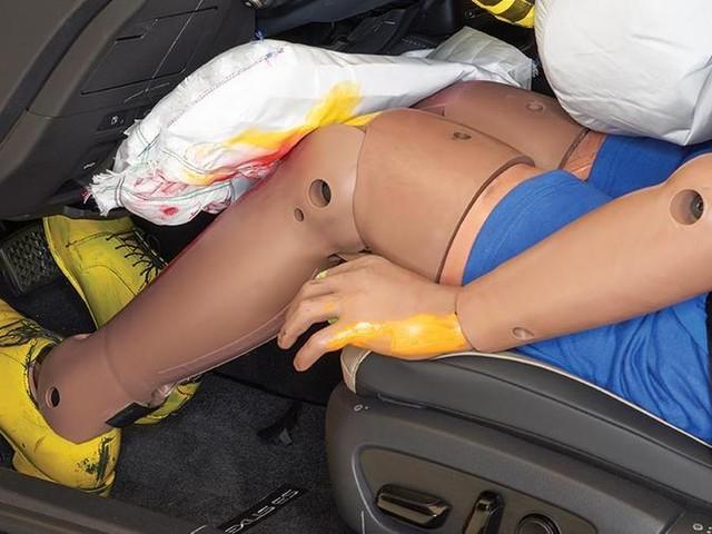"""I ricercatori americani dell'IIHS: """"Gli airbag per le ginocchia sono poco efficaci"""""""