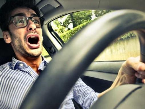 Esiste la paura di guidare? Sì e si chiama Amaxofobia, tutto ciò che c'è da sapere