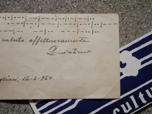 Un biglietto in codice Morse trovato sul treno e una storia di litigi di 60 anni fa: la caccia social al proprietario