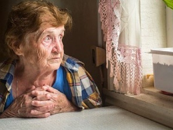 La vecchiaia racconta la sua solitudine…portiamo gli anziani nelle scuole a raccontare la nostra storia