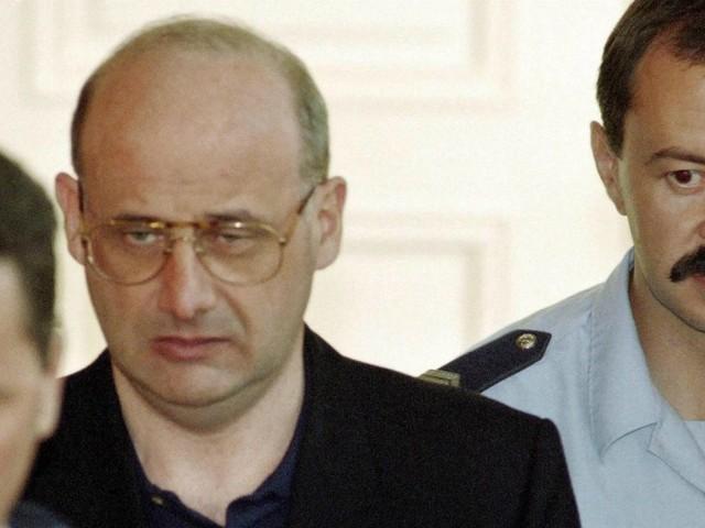 Francia, Romand esce dal carcere dopo 26 anni. Si finse medico e sterminò famiglia per non confessare le sue bugie