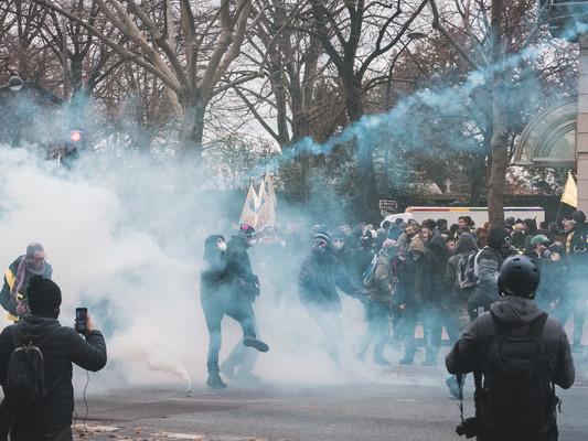 In Francia non si ferma la protesta contro la riforma delle pensioni
