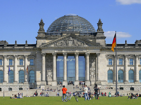 """Germania, boom della """"casta"""": i deputati sono 709, 111 in più del minimo previsto"""