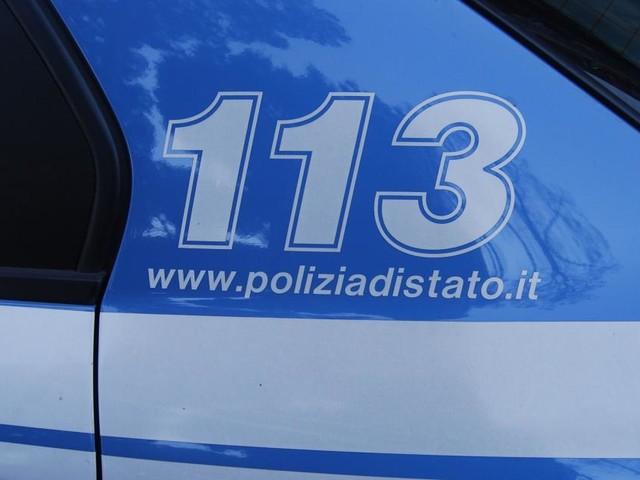Cecina, aggredisce due poliziotti e manda all'ospedale un'agente: già libero