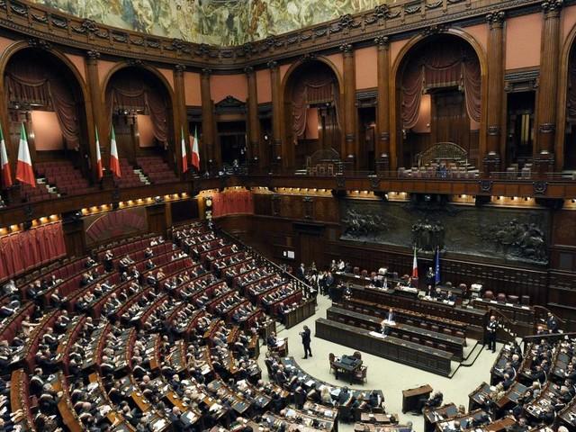 Taglio ai vitalizi da sogno a realtà, Fraccaro: 'Ora riduzione dei parlamentari'