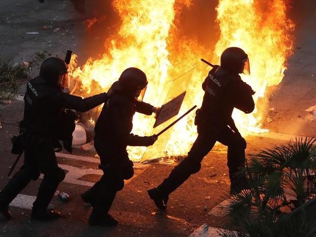 Barcellona, da polizia proiettili gomma