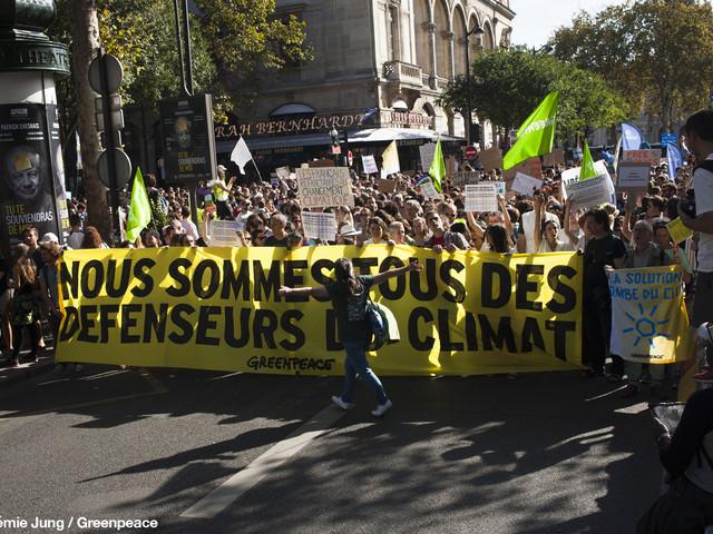 Francia, non solo gilet gialli: la petizione per il clima supera i 2 milioni di firme (VIDEO)