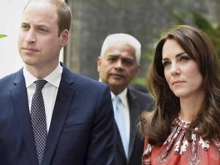 Kate Middleton e William, terrore in volo: l'aereo reale finisce in una tempesta di fulmini