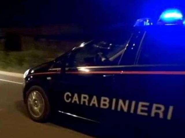 Furto nella notte nel negozio Orizzonte: ladri in fuga all'arrivo dei carabinieri