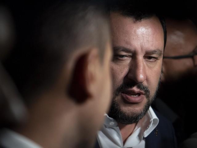 Salvini: «M5S mi lasci lavorare» Di Maio: «Ormai sei arrogante come Renzi»