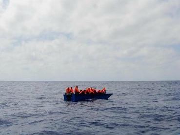 """Migranti, 150 salvati da una motovedetta libica. """"A bordo donne incinte e bambini"""""""
