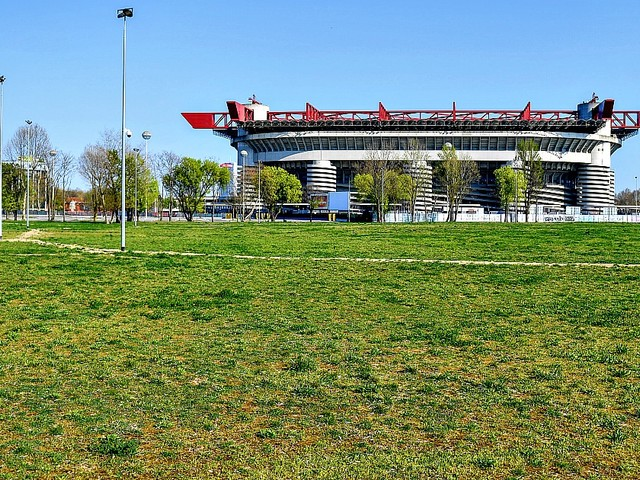 San Siro, la nuova ipotesi: conservare parte del Meazza a fianco del nuovo impianto. Così i club sperano di convincere la politica