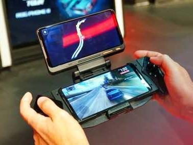 Asus Rog Phone 2 ufficiale: il miglior gaming phone ora ha 6000mAh | Anteprima