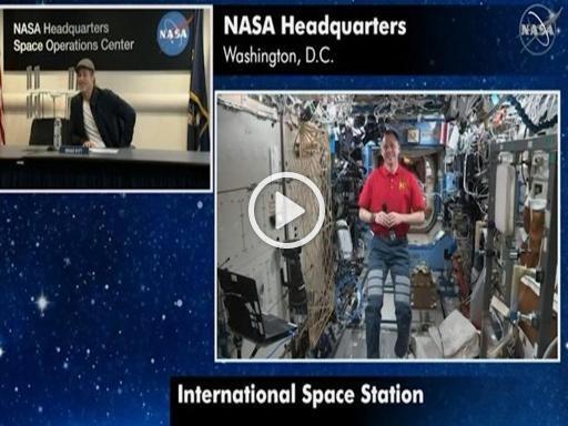 Brad Pitt in collegamento con la Stazione Spaziale