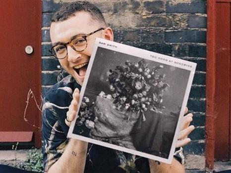 Audio, testo e traduzione di Too Good At Goodbyes di Sam Smith, la ballad con coro gospel introduce il nuovo album
