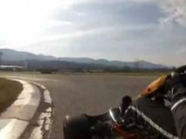 Tremendo scontro tra una moto e un go-kart in pista: morto un 41enne, grave un 24enne