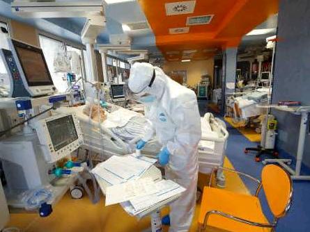"""Un anno di terapia intensiva, il primario: """"I pazienti tornano ad aumentare, il virus non si inganna, oltre ai vaccini serve stare a casa"""""""