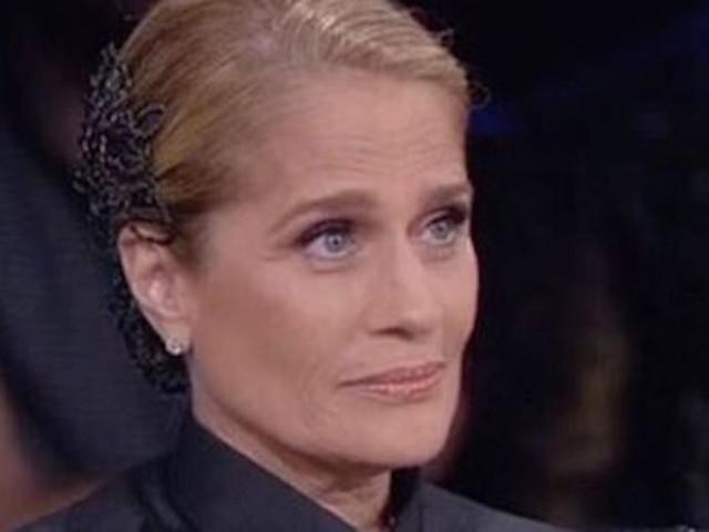 """""""Sai che tua mamma…"""". Heather Parisi, commento choc sul profilo social del figlio. È polemica"""