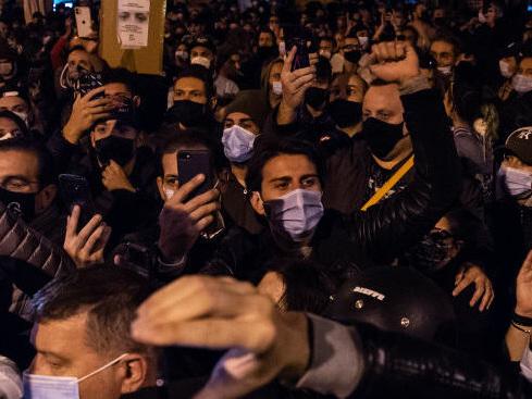 Le proteste in tutta Italia contro le nuove restrizioni anti-Covid