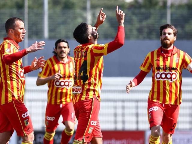 Diretta/ Catanzaro Catania (risultato 0-0) streaming video tv: in campo, si gioca!