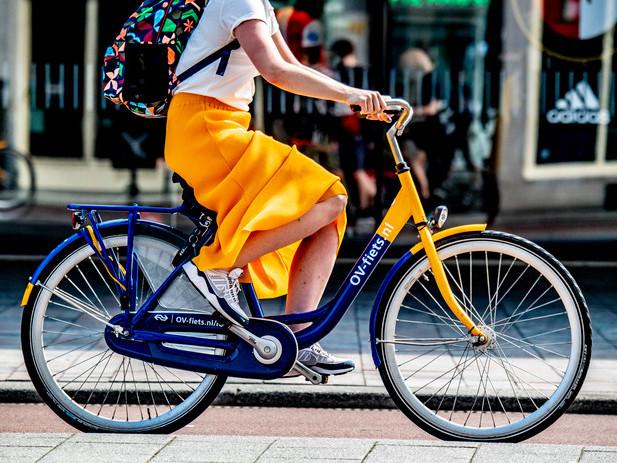 Olanda: le bici gialle e blu OV-Fiets non conoscono crisi