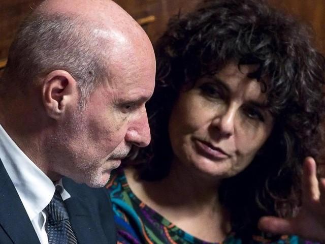 """Senato, governo battuto sul condono per Ischia. Decisivi i dissidenti 5S De Falco e Nugnes. I vertici: """"Fuori dal gruppo"""""""