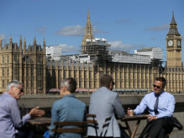 Ultimo round in Parlamento: via libera appeso a 30 voti