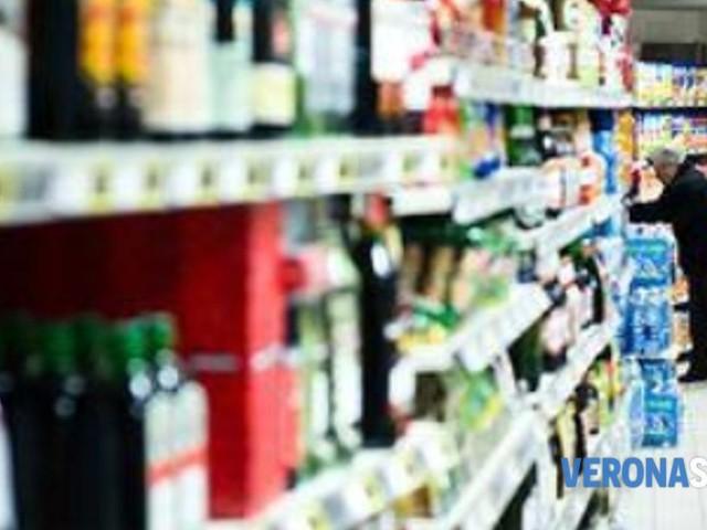 """Sgominata la """"banda dello scaffale"""": furti a raffica nei supermercati"""
