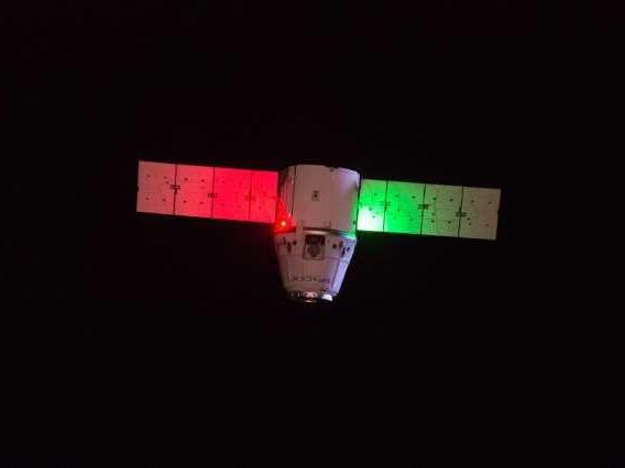 Il cargo spaziale Dragon di SpaceX è tornato sulla Terra terminando la sua missione CRS-18