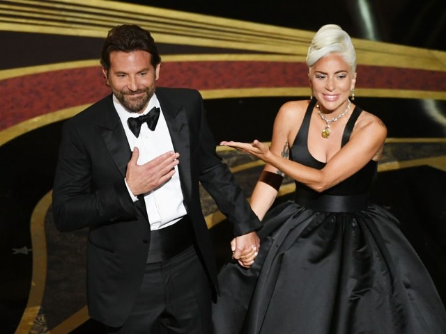La foto di Lady Gaga con il nuovo fidanzato, l'amore con Bradley Cooper era solo roba da Oscar