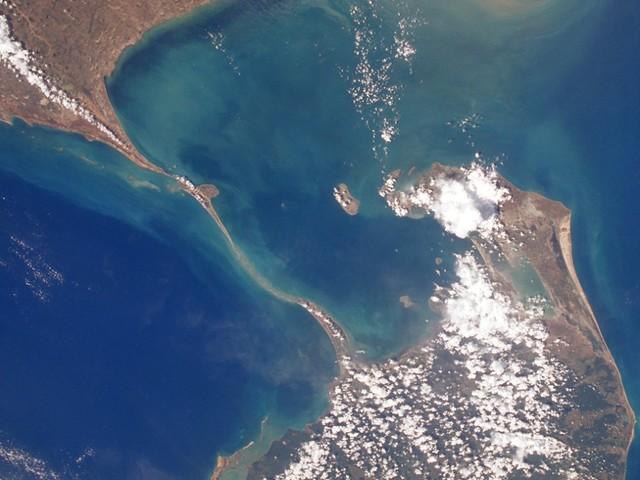 L'oceano restituisce il ponte che collegava India e Sri Lanka