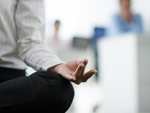 La meditazione fa bene alla mente che lavora. Ecco come