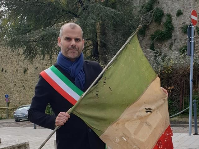 Gualdo Cattaneo, la solidarietà bipartisan al sindaco Valentini
