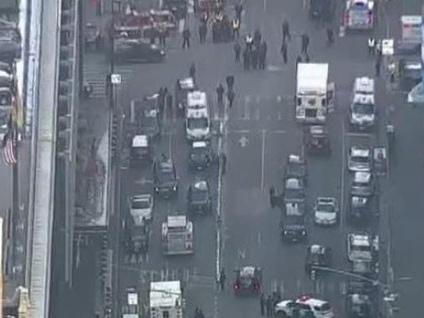 Esplosione nel cuore di New York: è attentato terroristico