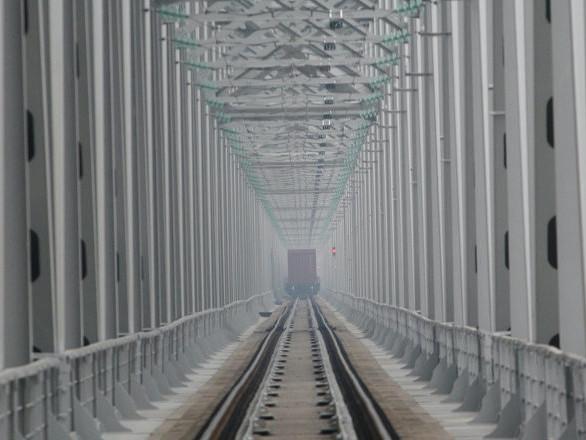 Unite sezioni di Russia e Cina del ponte ferroviario sull'Amur
