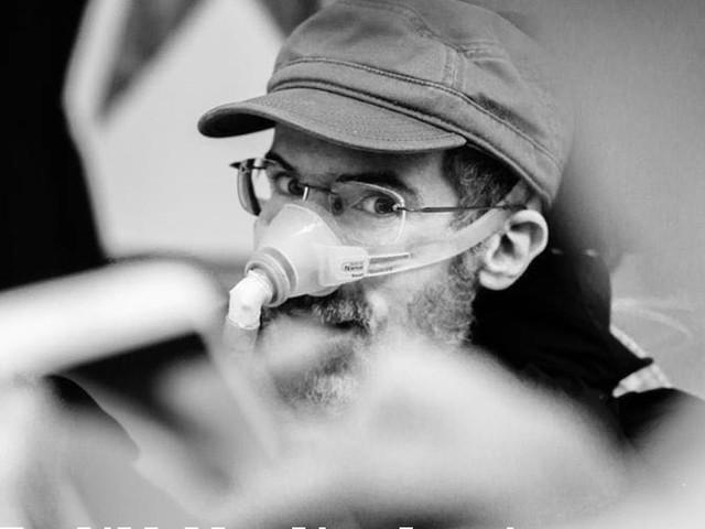 Nicolò Cafagna, addio al giornalista e blogger de ilfattoquotidiano.it che raccontava la sua disabilità con tono ironico e irriverente
