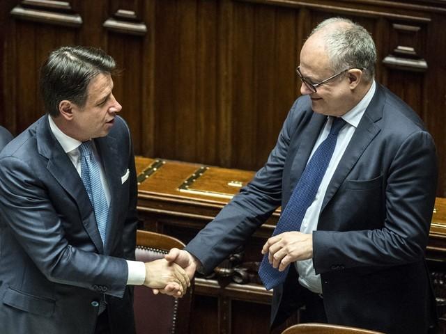 Il Pd candida Gualtieri per il posto di Gentiloni e si spacca