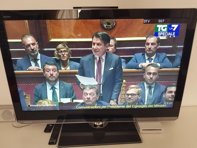Crisi di Governo in Aula Conte attacca Salvini e la Lega «Gravemente irresponsabili»