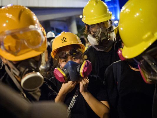 Twitter e Facebook rimuovono centinaia di account cinesi accusati di propaganda a Hong Kong