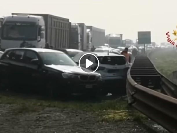 A22, tamponamenti per nebbia: un morto sei feriti gravi, VIDEO Vigili del Fuoco