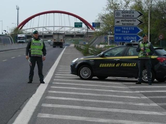 Nell'auto 500 mila euro e finisce in carcere. Rilasciato dopo 4 mesi