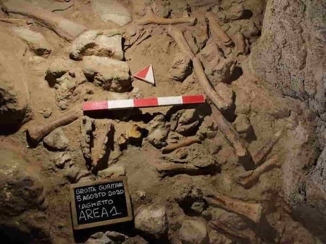 San Felice Circeo, ritrovati i resti di nove uomini di Neanderthal nella Grotta Guattari FOTO