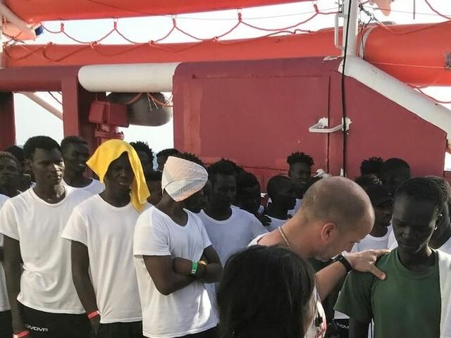 Migranti, oltre 500 su Ocean Viking e Open Arms: paura per il maltempo in arrivo