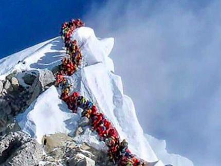 Folla sulla cima dell'Everest, è allarme: 7 morti in una settimana
